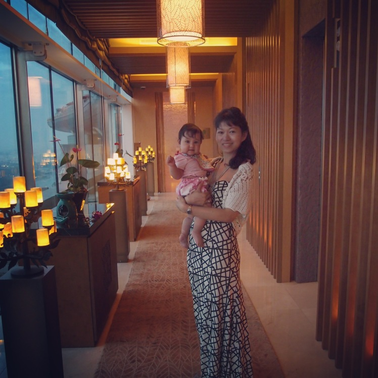 Many things can happen in a year... And this, was just a good 2-years-ago as a young parent with a child, in Singapore, Marina Bay Sands. Sacrificing your career for motherhood, or living abroad, does not put an end to everything, but to prepare you in the long run. Happy #SG50 🎉 Bring it on!